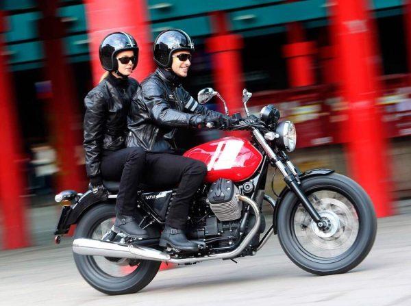 Modelos sobre una Moto Guzzi V7 III Special