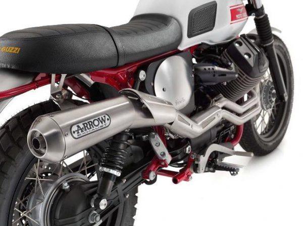 Vista detalle del escape moto Guzzi stronello v7