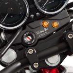 Vista tablero de encendido y control moto guzzistornello v7